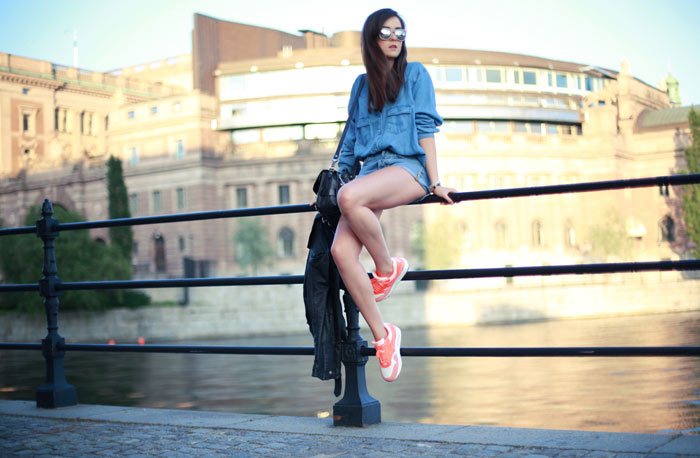 Andy Torres in Stockholm wearing Nike Air Max Sneakers photo by Oskar Spangberg