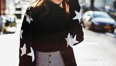 STAR SWEATER ON REPEAT